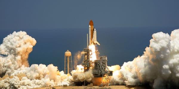 Atlantis despegó con seis astronautas a bordo y un módulo ruso