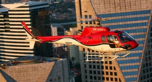 Helicóptero en la ciudad de Sao Paulo
