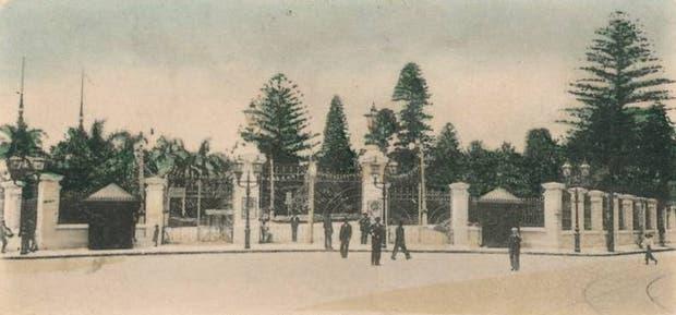 El Parque Lezama, con sus rejas originales