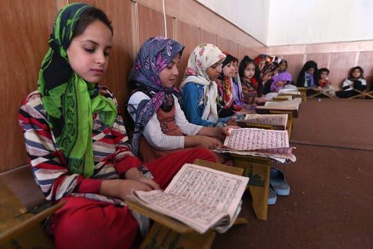 Lectura del Corán en una mezquita en Herat, Afganistán. Foto: EFE