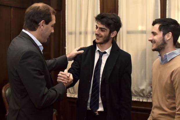 El intendente de La Plata, Julio Garro, recibió al joven abogado en el Palacio Municipal