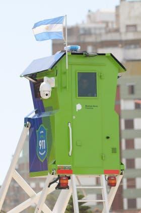 El edificio de la gobernación cuenta con dos torres de vigilancia que son garitas equipadas