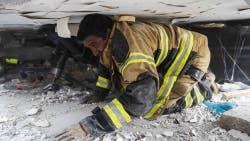 Trabajo contrarreloj para rescatar a una nena entre los escombros del colegio