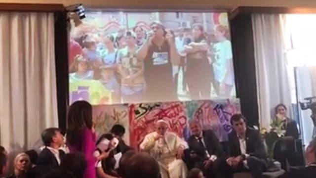 Chicos de la Villa 31 le cantaron un rap al Papa