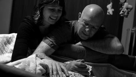 Convocan a 240 familias que quieran  cuidar a bebes que viven en hogares
