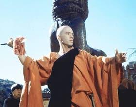 Carradine como Kwai Chang Caine, el monje shaolín que incorporó a la TV el tema de las artes marciales