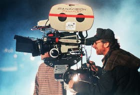 EN RODAJE. Steven Spielberg en 1997, durante la filmación de El mundo perdido