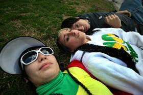 Mariana Sandoval (flogger), Yasmín Nazer (rastafari) y Aaromm Cabrera (flogger)