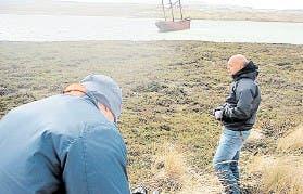 Bahiano y sus compañeros en los lugares adonde se combatió en Malvinas