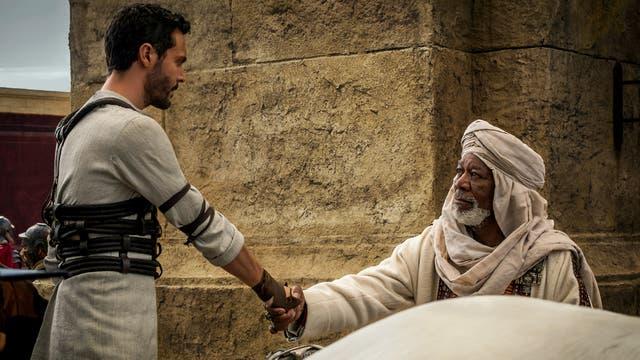 Morgan Freeman es el Sheik que rescata a Ben-Hur y lo ayuda a convertirse en héroe