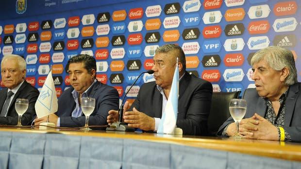 Blanco, Angelici, Tapia y Moyano, principales dirigentes del comité ejecutivo y rostros visibles de la medida