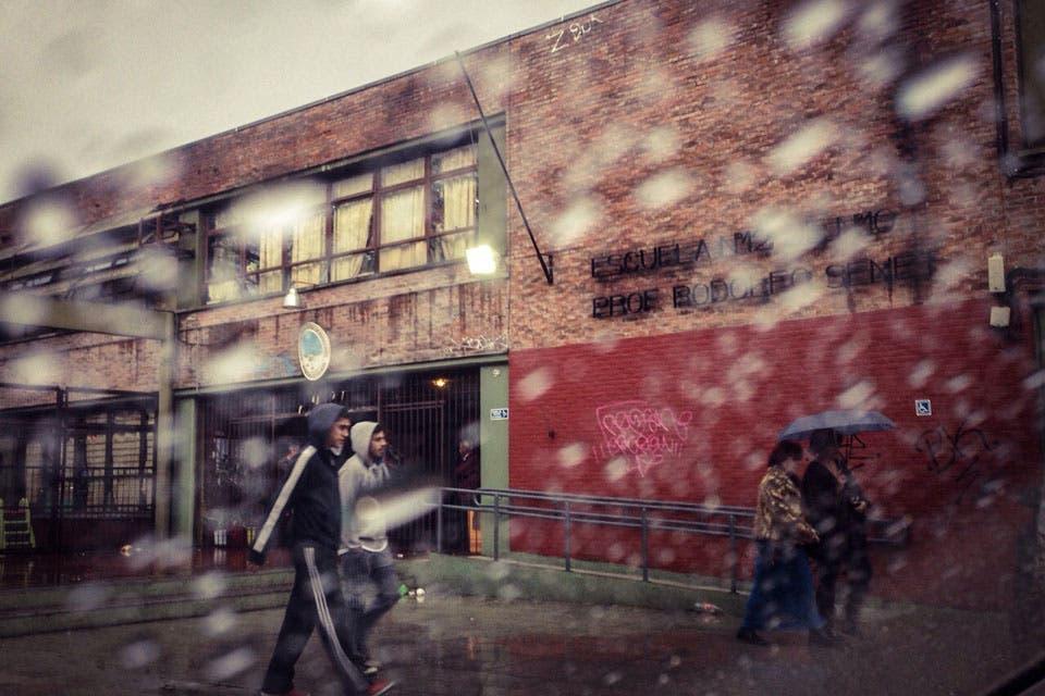 El mal clima acompañó a los votantes. Foto: LA NACION /Julián Bongiovanni