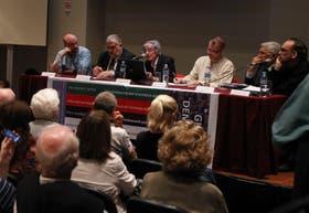 Campanella, Vilella, Sebreli, Teivainen, Castro e Iglesias, ayer, en la Feria del Libro