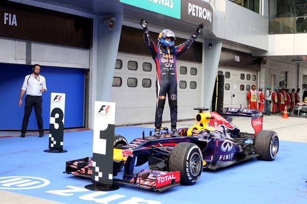 Vettel celebra su triunfo en suelo malayo