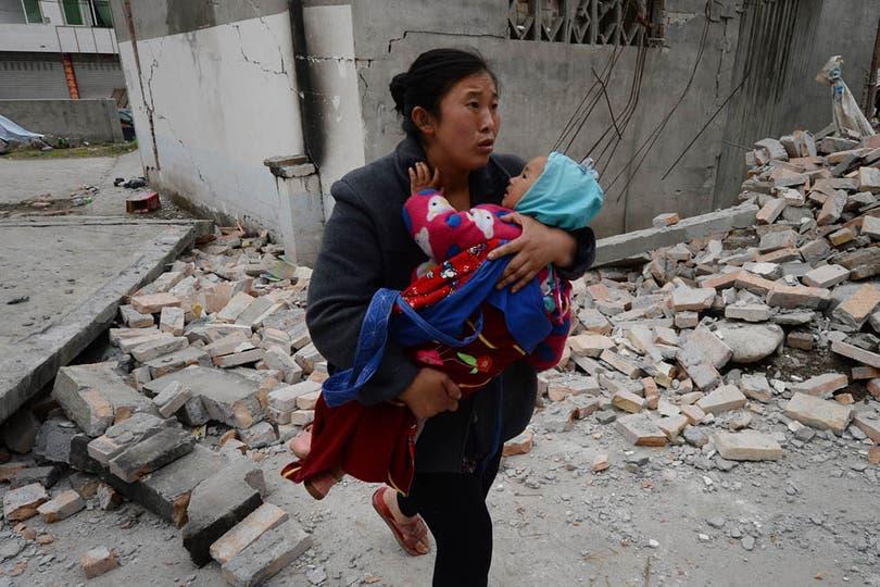 El peor terremoto en China en tres años dejó al menos 160 muertos y más de 5700 heridos. Foto: AFP