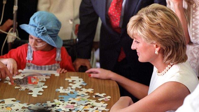 Entre muchas de las prestigiosas visitas retuvo Lady Di el 23 de diciembre de 1995