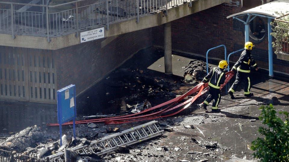 El peligro ahora es que el edificio podría colapsar. Foto: AP