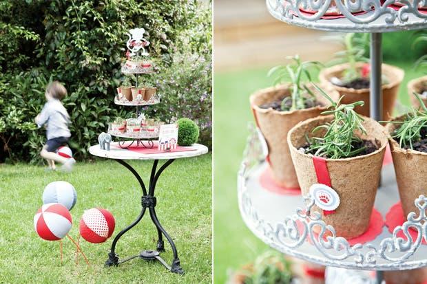 Para evitar la clásica bolsita con caramelos, pero sin complicarse demasiado, se pensaron souvenirs originales y naturales. Así es que de la fiesta de Simón todos se llevaron plantines de hierbas aromáticas.