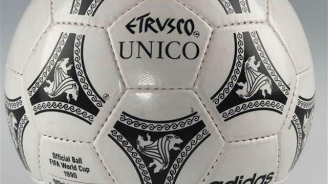 1990, Italia: Etrusco Unico fue una pelota más veloz que las anteriores, con un león entre las franjas negras. Foto: Archivo