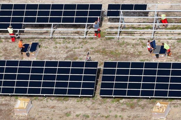 Una instalación de pantallas solares en Lieberose, en el este de Alemania