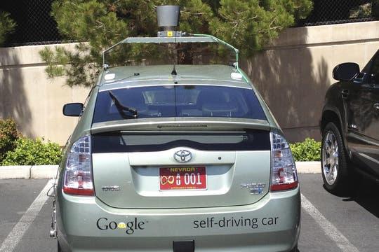 El vehículo autónomo de Google obtuvo una licencia de conducción en Nevada, Estados Unidos, y llevará una patente roja que lo diferenciará de otros autos. Foto: Reuters