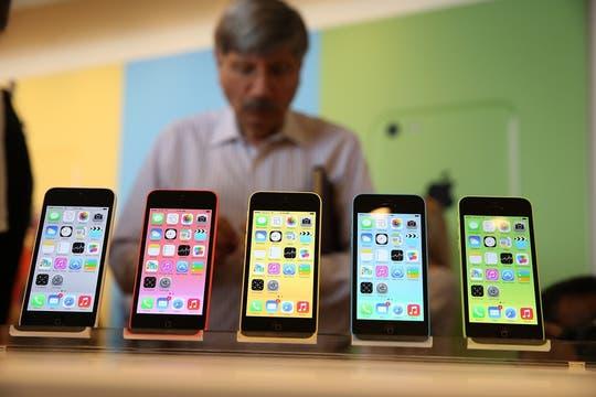 El iPhone 5C reemplaza al 5 original, que deja de fabricarse. Foto: AFP