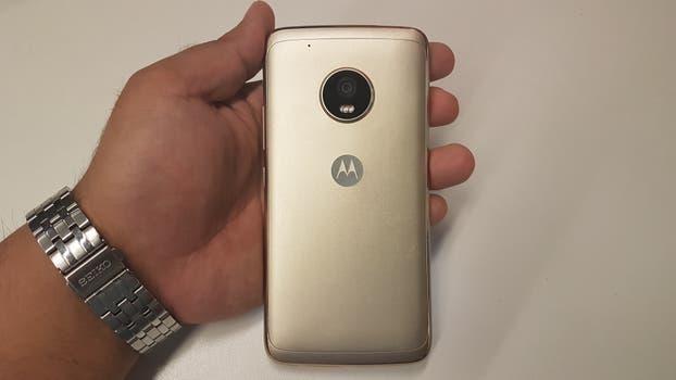 El Moto G5 Plus cuenta con una pantalla de 5,2 pulgadas y un cuerpo de aluminio. Foto: Guillermo Tomoyose