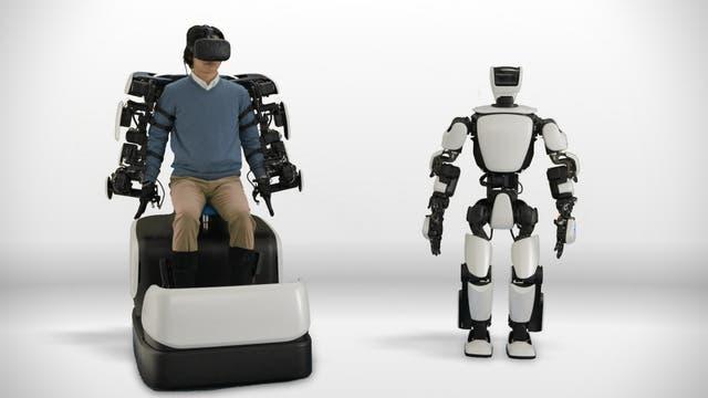 El humanoide T-HR3 se controla a distancia mediante un sistema operado por un humano