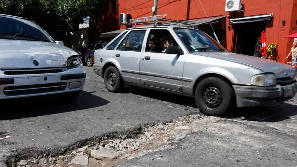 El centro porteño, el lugar más afectado por los baches. Foto: LA NACION / Ricardo Pristupluk