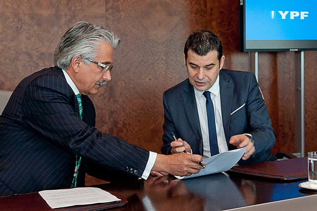 Galuccio durante la reunión que mantuvo con el CEO de Chevron, Alí Moshiri, en agosto de este año