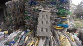 La ONG argentina Ecoinclusión recibe US$ 600 mil por sus ladrillos ecológicos hechos de botellas de plástico