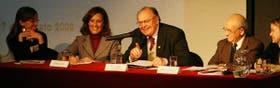 Silvina Gvirtz, el padre Eugenio Magdaleno y Pedro Luis Barcia, en el foro que reflexionó sobre cómo cambiar la situación actual