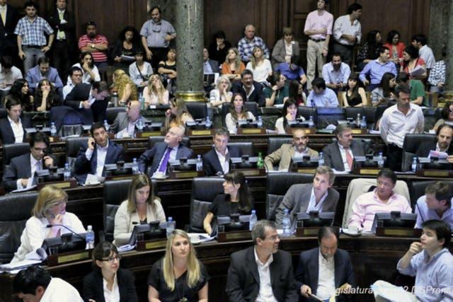 La sesión de anoche terminó con una pelea entre dos legisladores del Pro