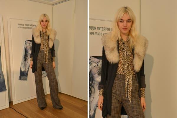 Naomi Preizler estuvo en el local de Levi''s de San Telmo con un look que representa las tendencias de este invierno: pieles, pantalones anchos, estampas y brillos. Foto: Urban PR