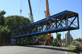 Hoy quedó colocado el puente peatonal de la estación Ciudad Universitaria