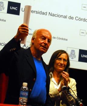 El 15 de octubre de 2008 recibió el Honoris Causa de la Universidad Nacional de Córdoba. Foto: Archivo