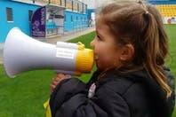 """La pequeña """"jefa de la hinchada"""": tiene cuatro años y es fanática de un equipo del ascenso español"""