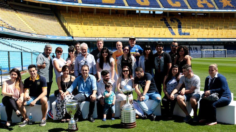 12 parejas cumplieron el sueño de casarse en ¡La Bombonera!