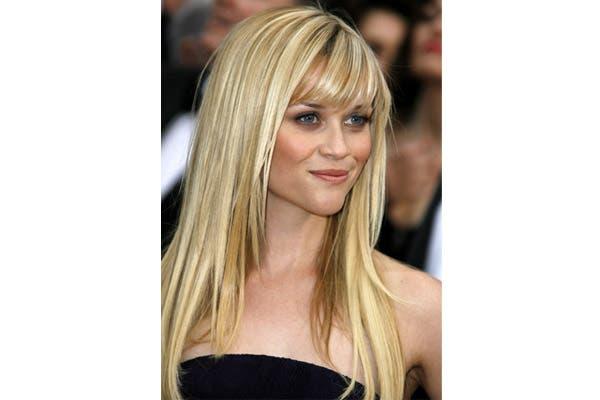 Reese Witherspoon pasó por todos los largos. Esta foto es de hace unos años, cuando lo tenía por la mitad de la espalda. Foto: Hhairstyle.com