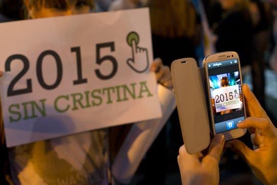 Masivas columnas de manifestantes se movilizan en distintos puntos de Buenos Aires. Foto: AP