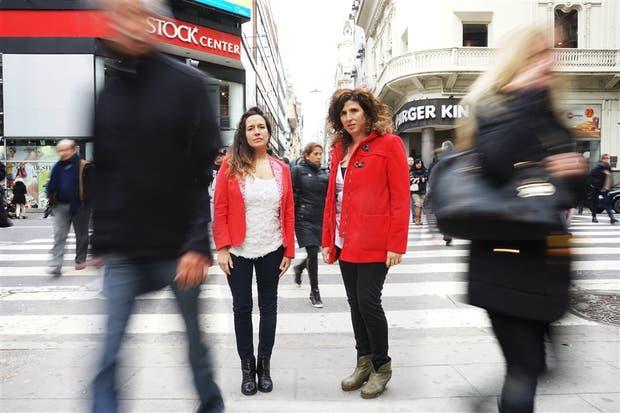 Soledad Vallejos y Evangelina Himitian, autoras del blog Deseo Consumido