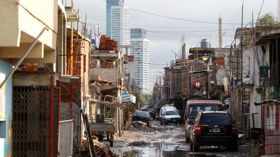 Las casas se apilan hasta los siete pisos y por una habitación se pagan hasta $ 4000 de alquiler mensual. Foto: LA NACION / Emiliano Lasalvia