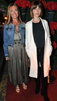 La trilliza María Eugenia junto a su hija, Laurita Laprida, en el evento de Rubí Rubí.