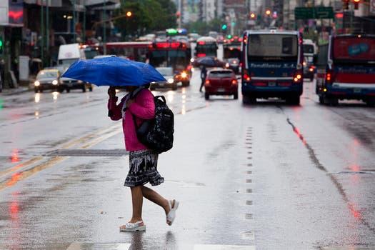 Diluvio y fuertes vientos en Buenos Aires: alerta por posible caída de granizo. Foto: LA NACION / Ezequiel Muñoz