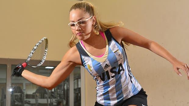 Natalia Méndez con la camiseta de las Leonas; sueña con estar entre las tres mejores del mundo