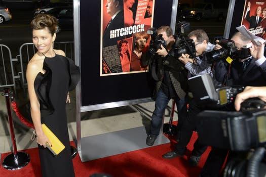 En California, Jessica Biel posó para la prensa al llegar al estreno de la película Hitchcock, su último trabajo. Foto: EFE