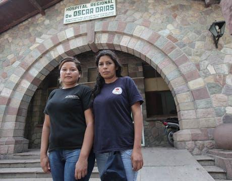 Rosario Bonillo y Soledad Virazate, las mujeres bombero que auxiliaron a Lía Constantino. Foto: LA NACION / Santiago Hafford