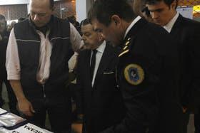 Néstor Roncaglia (dcha), junto con Berni y Oyarbide, en un operativo antidrogas