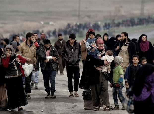 Miles de habitantes de Mosul dejan a diario la ciudad iraquí