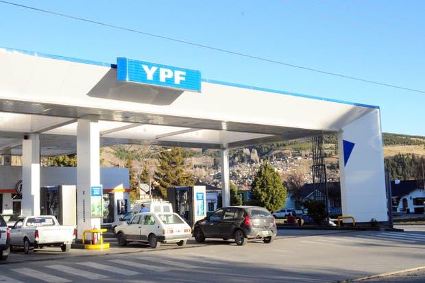 Las estaciones de servicio de YPF tendrán cargadores para los autos eléctricos
